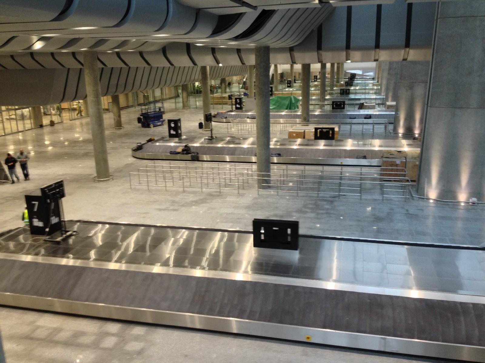 Зона выдачи багажа на первом этаже
