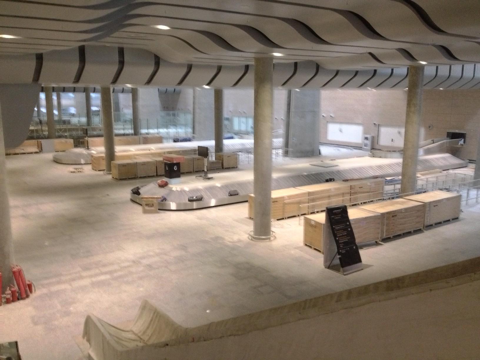 Зона получения багажа на первом этаже нового терминала Пулково (Пулково 3)